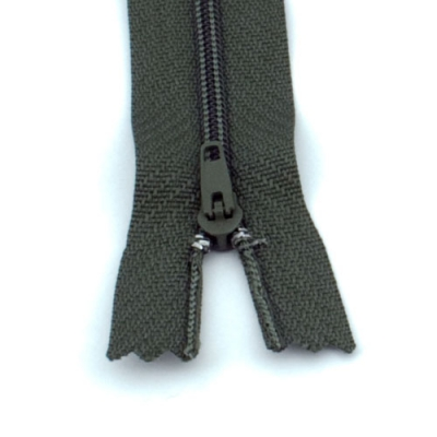 10 Reißverschlüsse dunkeloliv 20cm
